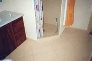 Badeværelse med vinylgulv