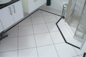 Toilet vinylgulv med sort kant